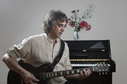 Gitarrist und Gitarrenlehrer Peter Bachmann, Porträt.